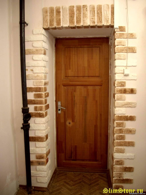 Отделка дверей декоративным камнем фото